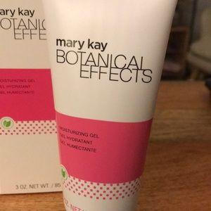 Mary Kay Makeup - NWT Botanical Effects Moisturizing Gel